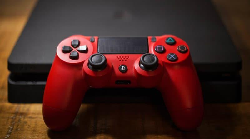 PlayStation 4   Фото: Hypebeast