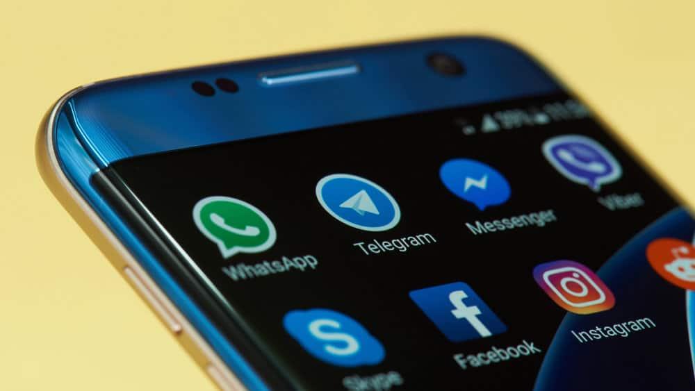Соцсети на смартфоне