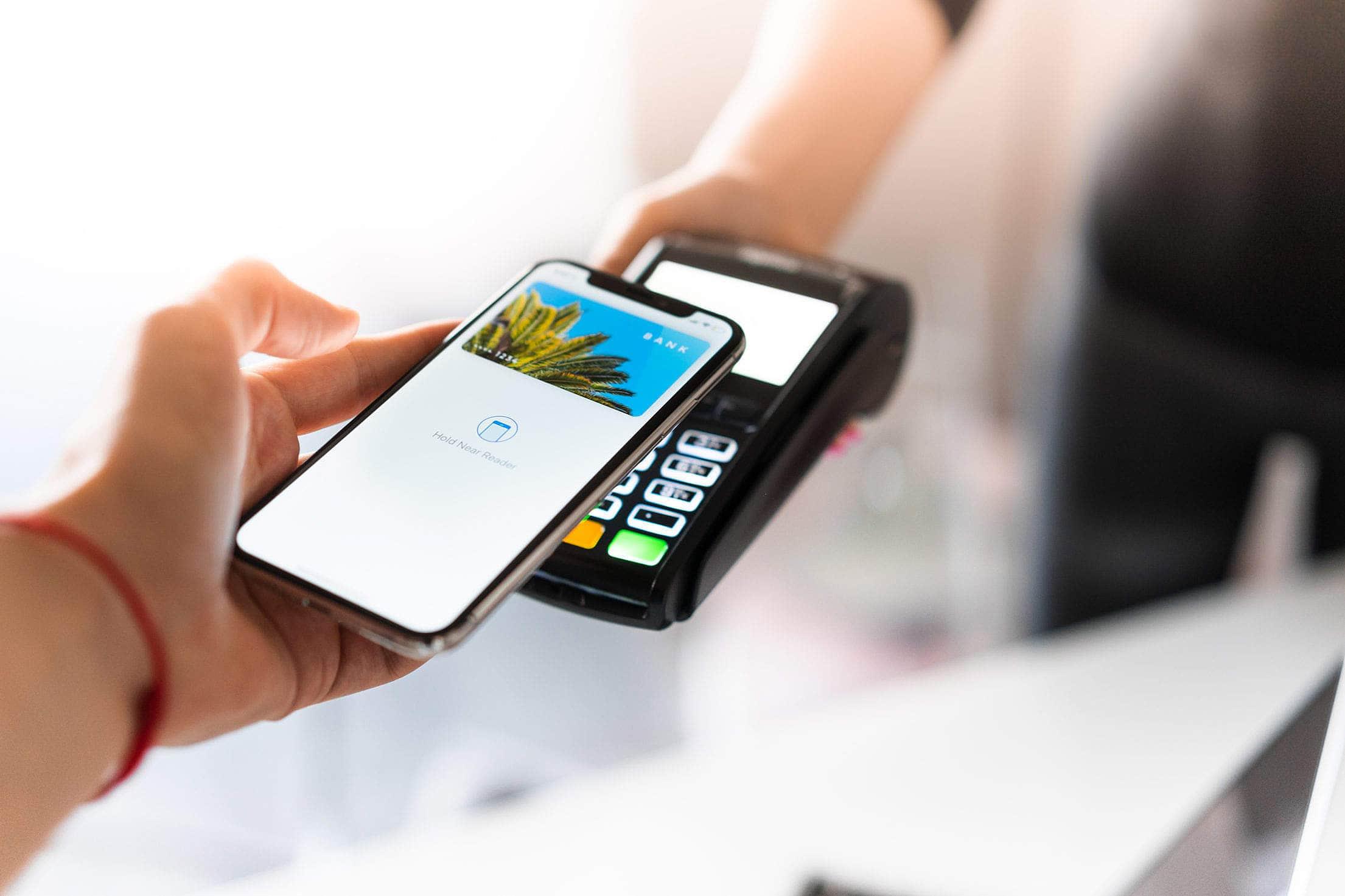 Платить смартфоном вместо налички