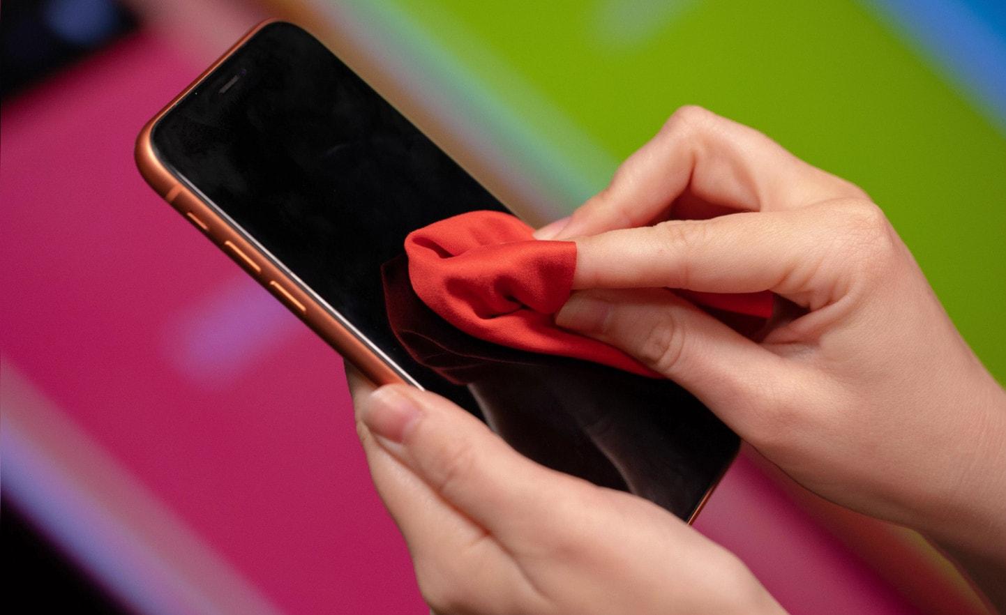 Как протирать iPhone