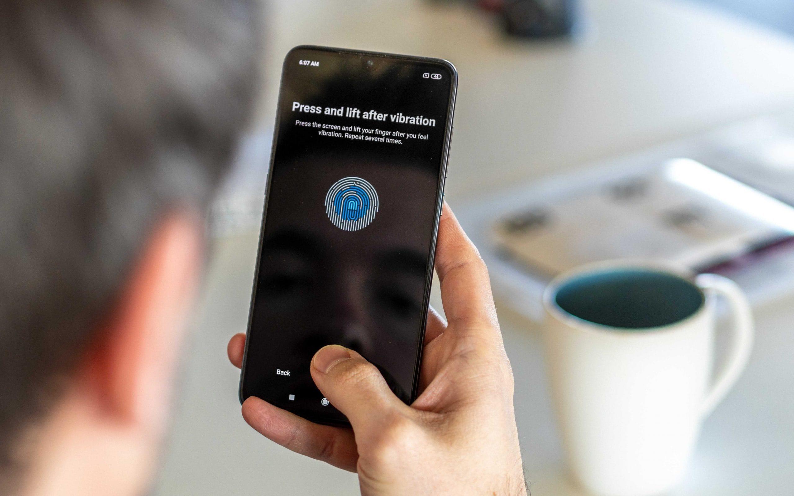 Xiaomi со сканером пальца в экране