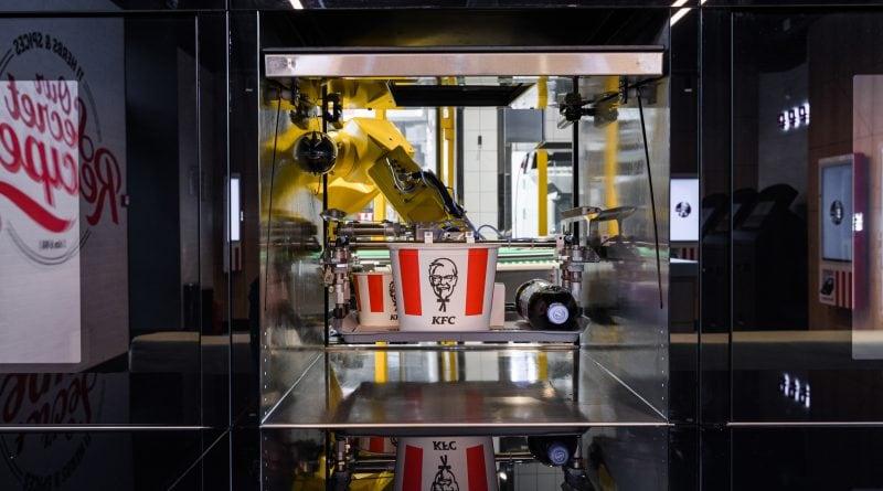 Ресторан KFC с роботом