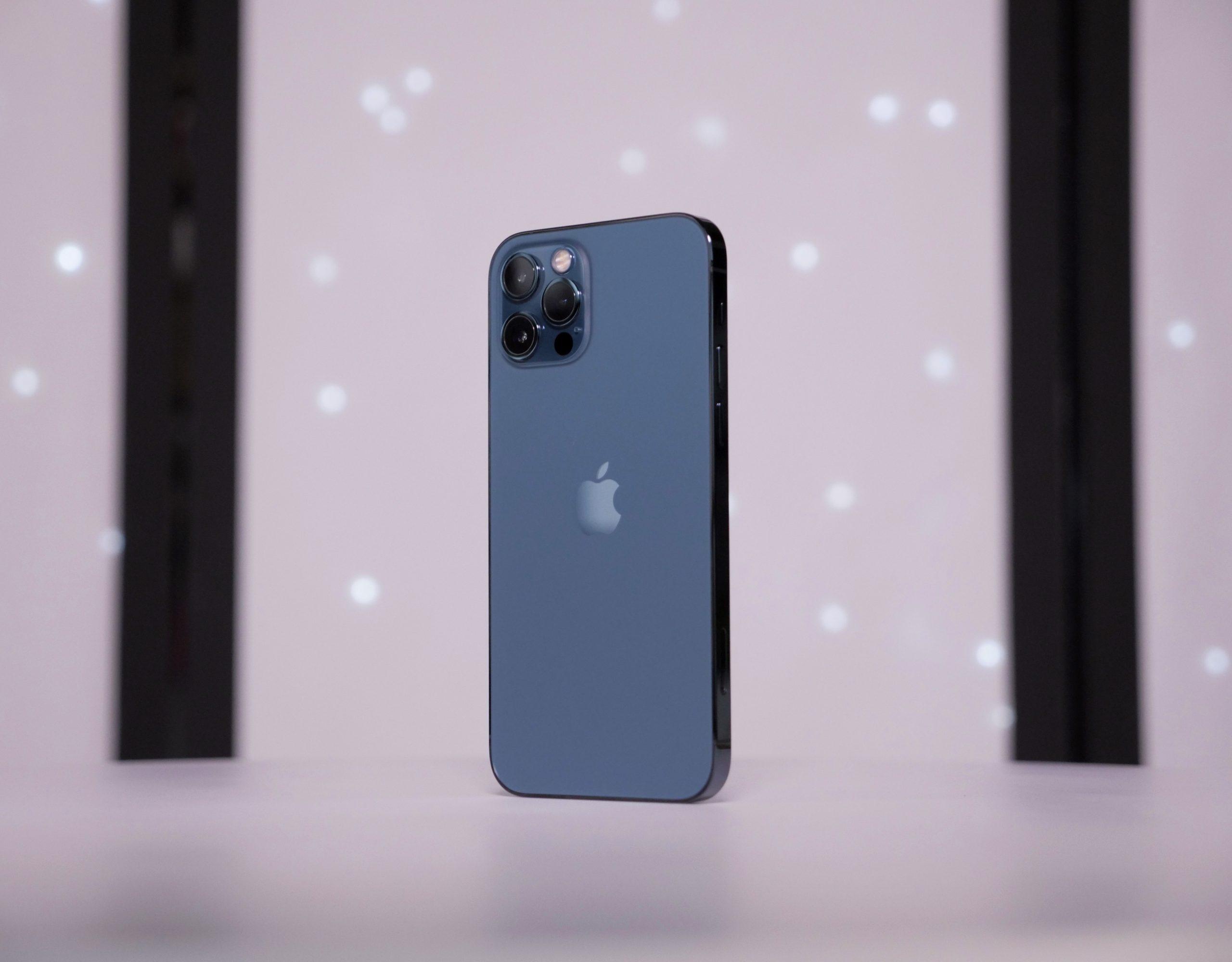 Первый взгляд на iPhone 12 и 12 Pro